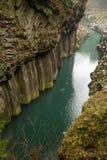 Gokase-Fluss, der durch Takachiho-Schlucht läuft Lizenzfreies Stockfoto