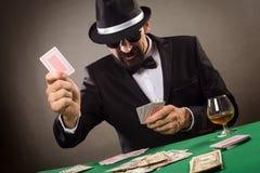 Gokker in het spel van de smokingspeelkaart royalty-vrije stock afbeelding