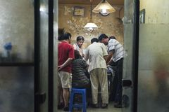 Gokkers in ruimte van Hutongs in Peking, China Royalty-vrije Stock Foto