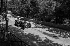 GOLA台尔FURLO,意大利- 5月19 :在一辆老赛车的本特利3公升1923年在集会Mille Miglia 2017著名意大利历史 免版税库存图片