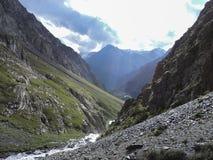 Gola di Barskoon, bella vista delle montagne fotografie stock