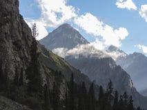 Gola di Barskoon, bella vista delle montagne fotografia stock