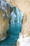 Gola di Partnachklamm Partnach con la corrente, le rocce innevate ed i ghiaccioli nell'inverno, Garmisch-Partenkirchen, Baviera,  Immagini Stock