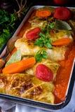Golabki - le chou polonais roule en sauce tomate image libre de droits