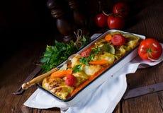 Golabki - le chou polonais roule en sauce tomate photos libres de droits