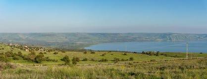 Golan Heights och hav av Galilee i Israel på den dimmiga vårdagen arkivfoto