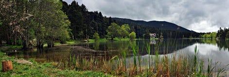 Golcuk湖在博卢,土耳其 免版税库存照片