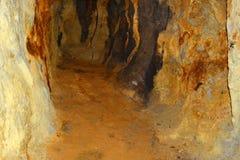 Gold- alter römischer Tunnel in der Goldmine Rosia Montana, Siebenbürgen Stockfotografie