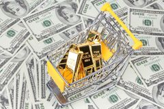 Free Gold Bars 1 Kg, In Shopping Trolley With Yellow Mark For Superm Stock Photography - 121165432