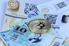 Gold Bitcoin and banknotes Royalty Free Stock Photos