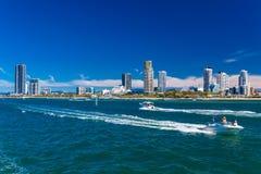 Gold Coast AUS - SEPT 04 2016 vattensportar på Southport förort, Arkivfoton
