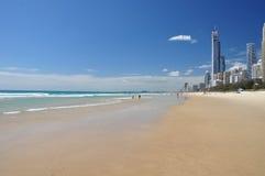 Gold Coast - paraíso de las personas que practica surf Fotos de archivo