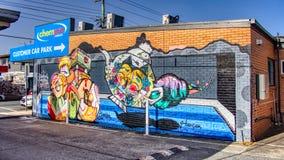 Gold Coast Queensland Australia Październik 20 2018 malowidła ściennego graffiti ściany sztuka colourful herbaciany garnek, kot,  zdjęcia royalty free