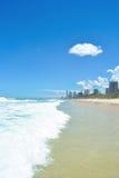 Gold Coast Queensland Australia, playas que practican surf Imagen de archivo libre de regalías