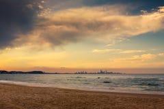 Gold- Coaststadt im Horizont lizenzfreies stockfoto