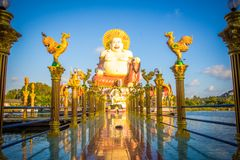 Gold columns leading to the statue on Samui Royalty Free Stock Photography