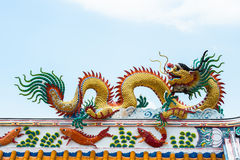 Gold dragon sculptures on the roof Royalty Free Stock Photography