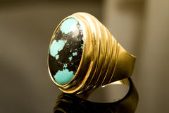 Gold and emerald ring Stock Photography