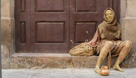 Gold gemalter Straßenkünstler in Barcelona Stockbilder