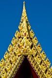 Gold geschnitzt oben auf alte Kirche Stockbild