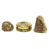 Gold jewelry box and wooden figures Royalty Free Stock Photography