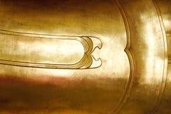 Gold-Metall-Buddha-Statuenzusammenfassungshintergrund Stockfoto