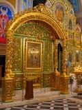 Gold ornated Innenraum der orthodoxen Kirche Lizenzfreies Stockfoto