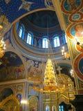 Gold ornated Innenraum der orthodoxen Kirche Stockbilder