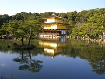 Gold Palace, Beauty and elegance, reflected in Asian pond Stock Photos