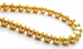 Free Gold Pearl Chain Royalty Free Stock Photo - 5864465