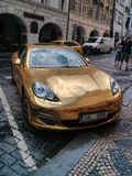 Gold Porsche Stockfotos