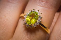 Free Gold Ring With Peridot Stock Images - 116511794