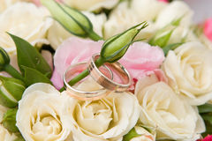 Gold rings and bouquet Royalty Free Stock Photo
