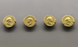 Gold Roman Imperial prägt das Tragen des Fehlschlags des Kaisers Vespasian Lizenzfreies Stockfoto