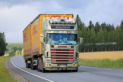 Gold Scania 164L 480 Seppanen on the Road Royalty Free Stock Image