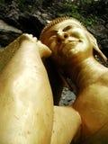 Gold schlafender Buddha stockfotos
