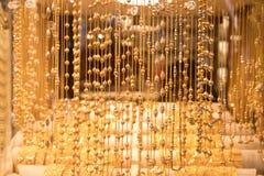Gold-Schmuck auf Dubai-Gold-souk Lizenzfreie Stockbilder