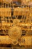 Gold-Schmuck auf Dubai-Gold-souk Stockbild
