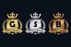Gold-, Silber- und königliches Designbronzelogo mit Schild, Krone, Lorbeerkranz und Band Luxusfirmenzeichenschablone für Firma lizenzfreie abbildung