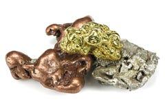 Gold-, Silber- und Kupfernuggets lizenzfreie stockbilder