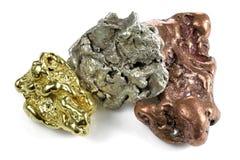 Gold-, Silber- und Kupfernuggets lizenzfreie stockfotos
