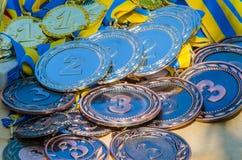 Gold-, silberne und Bronzemedaillen lizenzfreie stockfotos