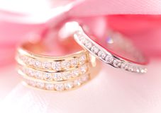 Gold and silver wedding rings Royalty Free Stock Photos