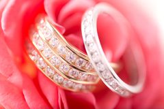 Gold and silver wedding rings Royalty Free Stock Images