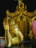 Gold stützender Buddha von der Statue Schlafens Buddha Lizenzfreies Stockfoto