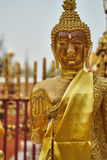 Gold- und Amber Buddha-Statue Lizenzfreie Stockfotografie