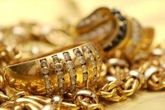 Gold und Edelsteine Stockbild