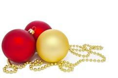 Gold und rote Weihnachtskugeln Stockfoto