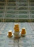 Gold- und Silbermünzestapel Lizenzfreies Stockfoto