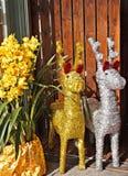 Gold- und silbernes Papier deers mit gelber Blume Lizenzfreies Stockfoto